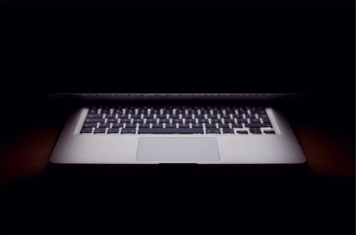 Macbook Apple représantant le shadow IT